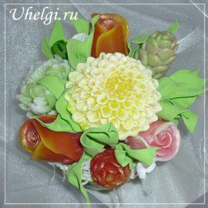004 букет мыло розы и хризантемы в корзинке с декупажем