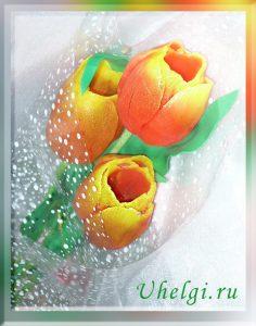 Тюльпаны из мыла три цветка крупным планом