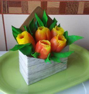 Тюльпаны в коробке конверте 02